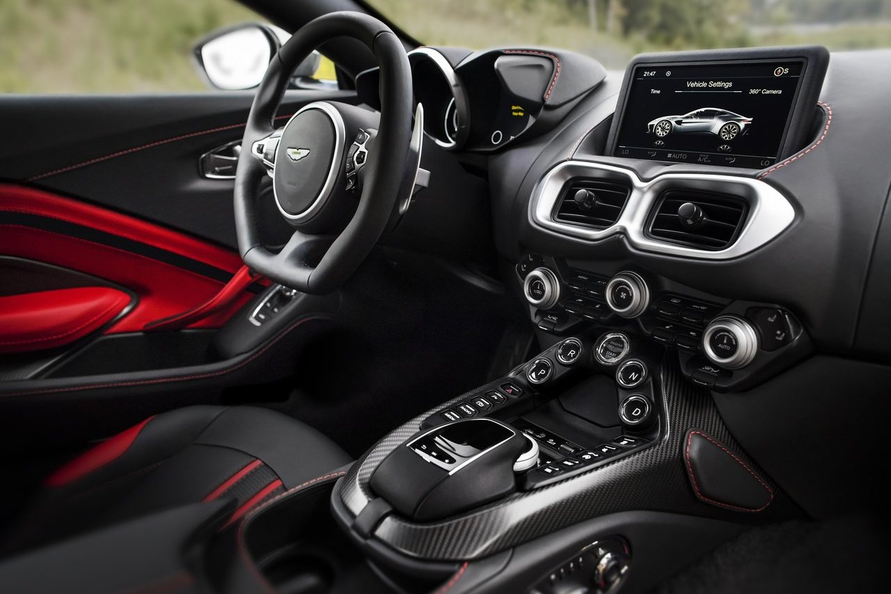 Астон Мартин  продемонстрировал  новый спортивный автомобиль  Vantage