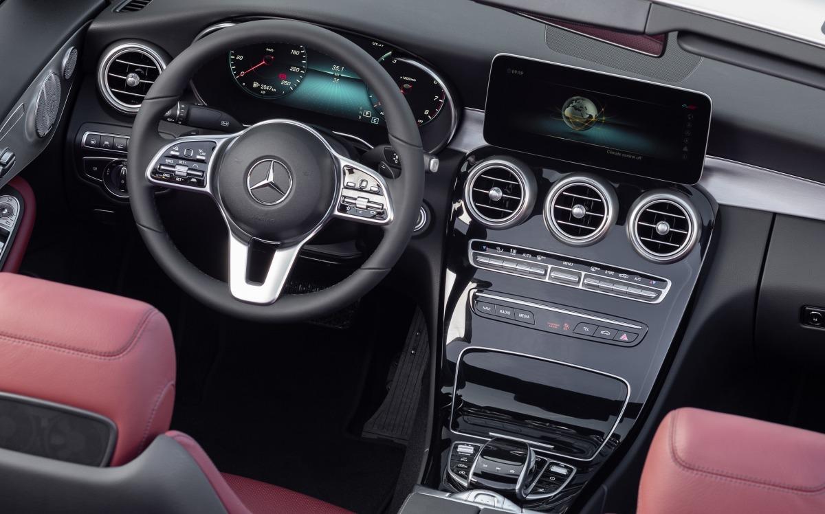 Размещено официальное видео купе Mercedes-AMG C63 S