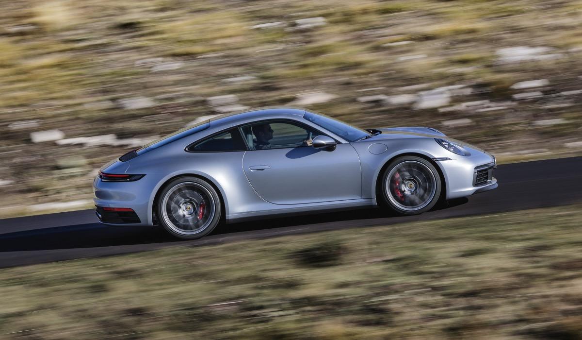 Порш представила новейшую версию спорткара Порше 911