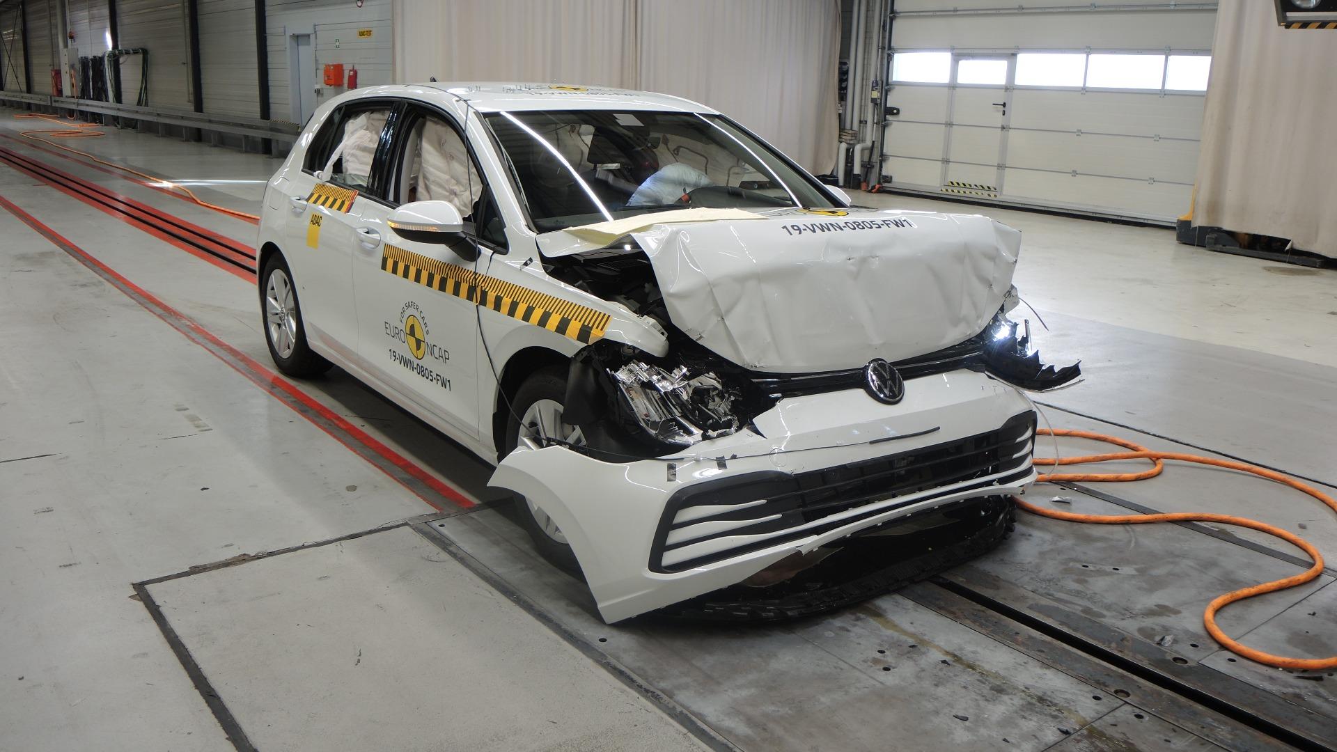 В Euro NCAP разбили Volkswagen Golf VIII и новый Nissan Juke