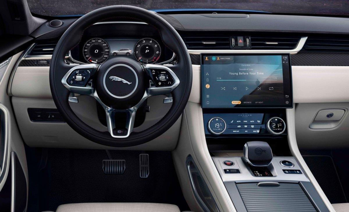 Jaguar представил обновленный F Pace SVR