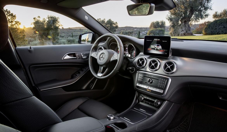 Benz презентовал вДетройте два новых кроссовера GLA